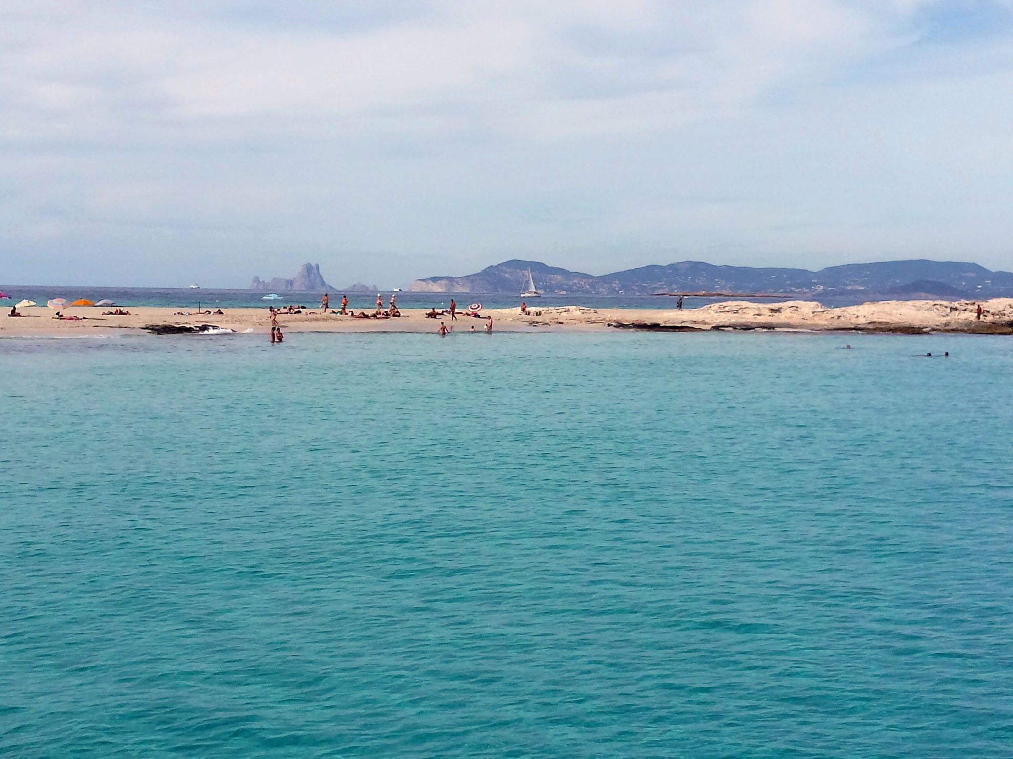 Playa de Levante, con  Es Vedrá al fondo