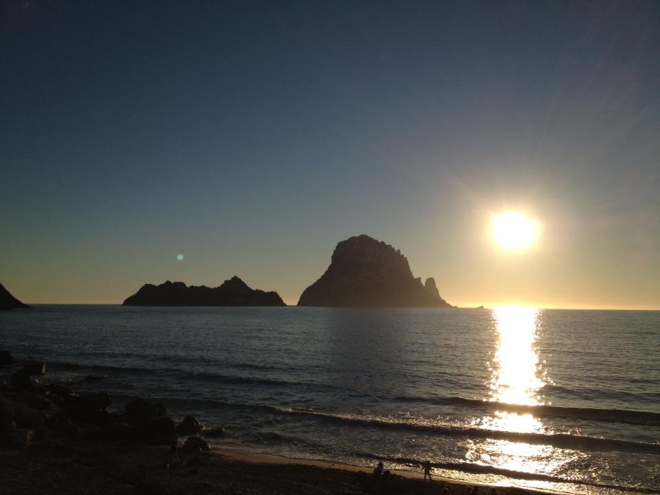 Puesta de sol en Es Vedrá (Foto Esther Ripoll)