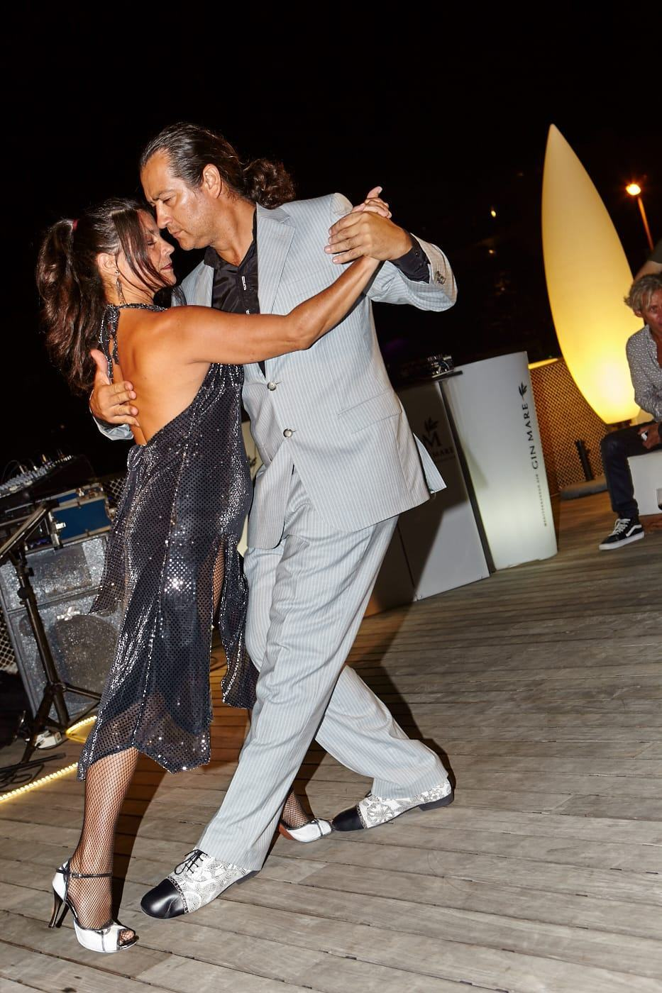 Marcelo y Cintia bailando un tango